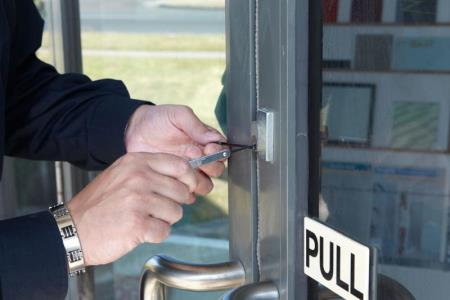 All you need to consider to choose a right locksmith